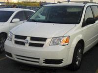 Biały Dodge Caravan 2008